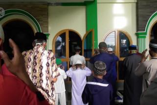 Terapkan protokol kesehatan, warga Pangkalpinang laksanakan shalat Id di masjid