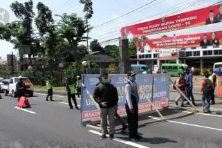 Dilarang mudik, 9 mobil coba masuki Malang