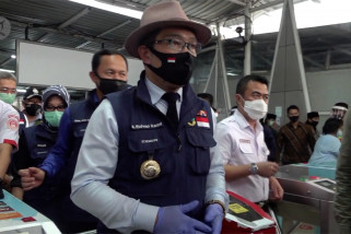 Gubernur pantau operasi tes cepat penumpang KRL di Stasiun Bogor