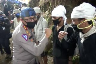 Polri berikanribuan paket sembako kepada masyarakat Baduy