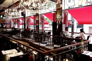 Bar dan salon dibuka kembali di Sao Paulo, pusat COVID di Brasil