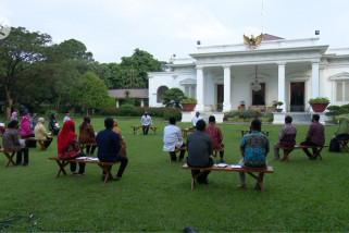 Puluhan pedagang kecil diberi Presiden modal  Rp2,4 juta per orang