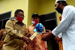 Pemkot Banda Aceh serahkan rumah layak huni