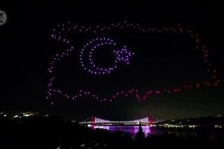 Pertunjukan drone warna-warni peringati kudeta Turki