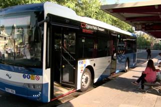 Bus beremisi rendah China mengaspal di Siprus