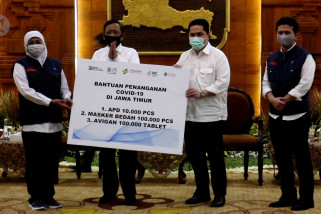 Menteri BUMN beri bantuan obat dan APD untuk Jawa Timur
