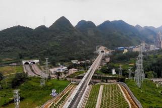 Jalur kereta cepat baru mulai beroperasi di China barat daya