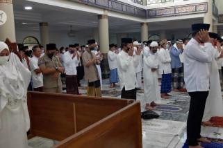 Pelaksanaan shalat Idul Adha dengan penjagaan aparat
