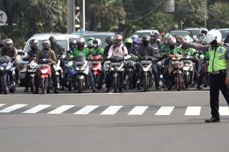 Suasana jalan MH Thamrin di hari pertama penerapan kembali ganjil genap