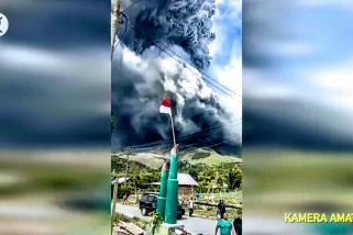 Gunung Sinabung erupsi setinggi 5.000 meter