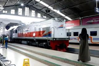 PT KAI Daop 2 tetap operasikan kereta api tujuan Jakarta