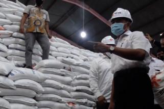 Pemerintah gulirkan ratusan ribu ton beras untuk masyarakat