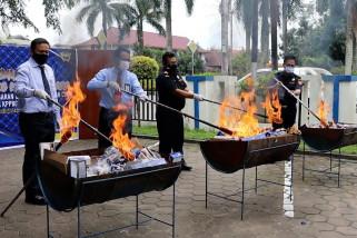 Bea Cukai Pontianak musnahkan produk ilegal bernilai Rp 885 juta