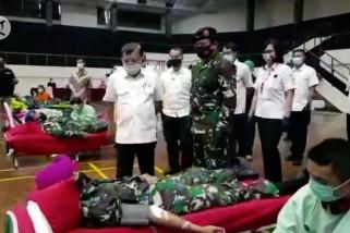 Stok darah PMI turun 50 persen, TNI bantu donor darah