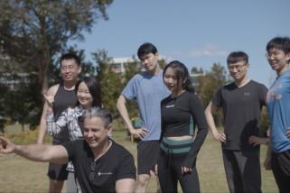 Pelajar internasional ikut latihan kebugaran daring di Sydney