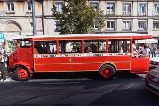 Warsawa operasikan kembali angkutan bus termewah era sebelum perang