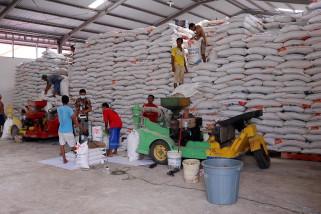 Bulog regional Meulaboh mulai salurkan 1.216 ton beras bantuan sosial