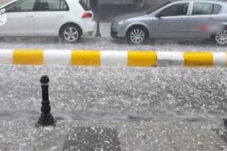 Hujan deras disertai es sebabkan bencana di Istanbul, Turki