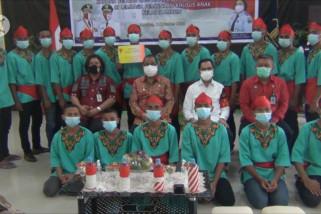 Peringati Hari Kesaktian Pancasila, Wali Kota Ambon bagikan laptop di lapas anak