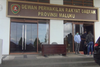 Sebanyak 51 pegawai di kantor DPRD Maluku terpapar COVID-19