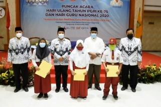 PGRIKota Tangerang salurkan 2000 paket bantuan untuk guru dan siswa