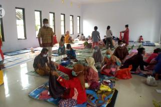 Penanganan pengungsi banjir Jember sesuai protokol kesehatan