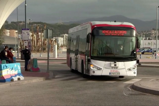 Bus tak berawak mengaspal di jalanan kota Malaga
