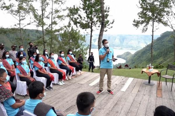 Kembangkan Danau Toba, Sandi Uno lepas 30 siswa Sumut ke Bali