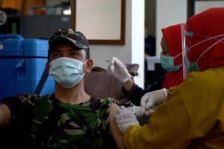 Ratusan APH, TNI, Polri di Pandeglang jalani vaksinasi COVID-19