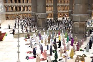 600 jamaah melaksanakan shalat tarawih perdana di Masjid Istiqlal