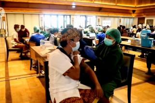 Vaksin AstraZeneca untuk pelaku pariwisata di zona hijau Sanur
