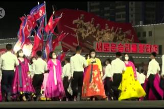 Merayakan ultah pendiri Korea Utara dengan pesta dansa