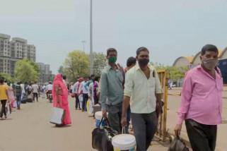 Jam malam diumumkan, para migran tinggalkan Mumbai