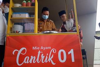 INKA salurkan bantuan modal usaha gerobak mie ayam di Madiun