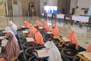 Ayo 'ngabuburit' di Masjid Al Akbar Surabaya