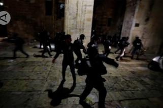 Polisi Israel bentrok dengan warga Palestina di Masjid Al-Aqsa