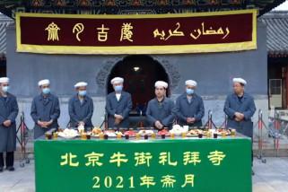 Laporan dari China - Keunikan tradisi ifthar di halaman Masjid Niujie Beijing