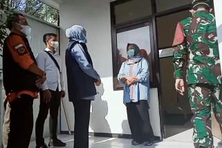 Gubernur Khofifah kunjungi lokasi isolasi PMI di Madiun