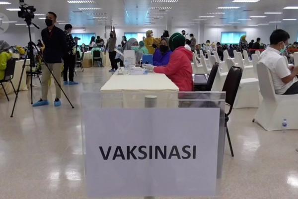Menko Perekonomian dorong percepatan vaksinasi pekerja industri di Batam