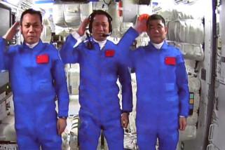 Astronaut misi Shenzhou-12 masuki modul inti stasiun luar angkasa
