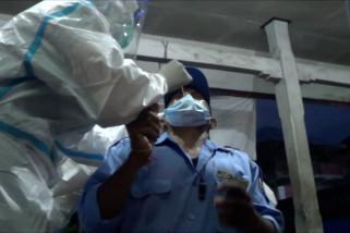 Petugas gabungan lakukan tes antigen secara acak di pasar