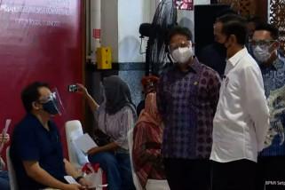 Presiden tinjau vaksinasi COVID-19 di Stasiun Bogor