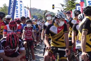 Acara bersepeda di Istanbul galang dana bagi anak-anak nakes yang meninggal