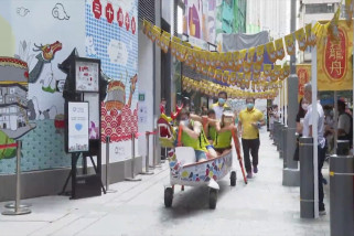 Hong Kong gelar balap perahu mini di darat
