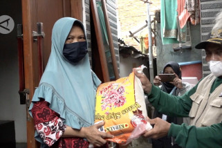 Pemprov DKI Jakarta salurkan BSNT ke warga kelurahan Jatinegara