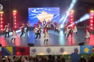 Meriahnya festival seni rakyat internasional di ibu kota Albania