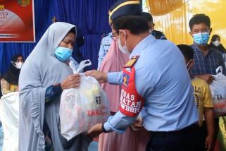 Kemenkumham Aceh bagikan 616 paket sembako untuk masyarakat