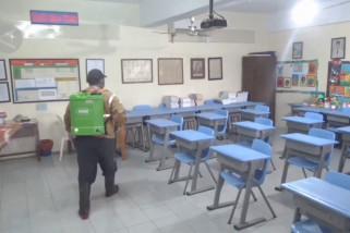 Jelang PTM di Bali, petugas Satgas sterilisasi gedung sekolah