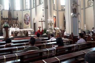 Jemaat antusias kembali ibadah langsung di Gereja Katedral