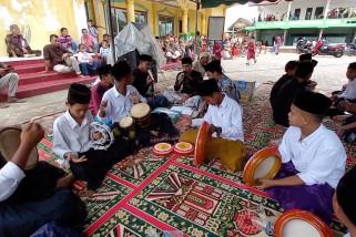 Warga Desa Ulee peringati Maulid Nabi dengan marawis